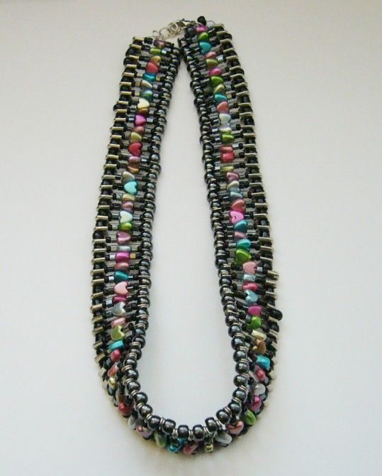 Multicolor_safety_pin_necklace_by_jellybean_no1