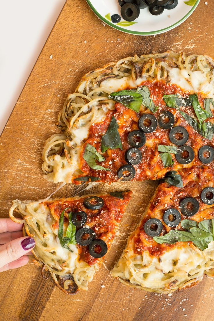 Spiralized Margherita Pizza with Olives and Basil - Weight Watchers SmartPoints*: 6 points
