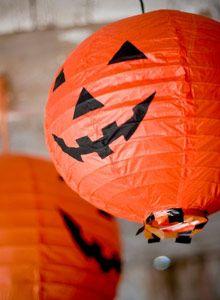 Järjestä hauskat Halloween-juhlat kotonasi. Lue vinkit! Halloween (All Hallows Eve eli kaikkien pyhien ilta) on syksyinen juhla, jota on vietetty ku