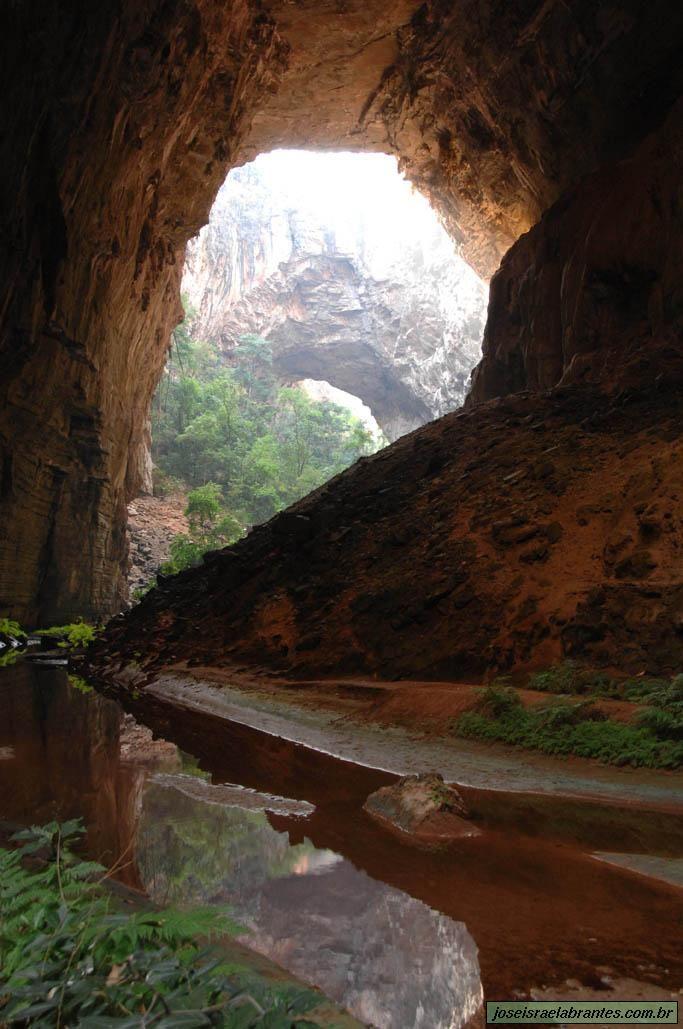O Parque Nacional Cavernas do Peruaçu é uma unidade de conservação criada em 1999 que tem como principal objetivo proteger o valioso patrimônio geológico e arqueológico existente na região. Está localizado a aproximadamente 45 km do município de Januária e 15 km de Itacarambi, na região norte de Minas Gerais, Brasil.  Fotografia: José Israel Abrantes.