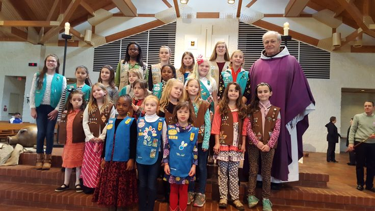 The Girl Scout troops who meet at St. Francis of Assissi Church banded together to help facilitate mass during #GirlScoutSunday! Girl Scouts of all ages participated by handing out prayer aids and bulletins, performing usher duties, and bringing gifts to the alter. What an awesome experience, Girl Scouts!