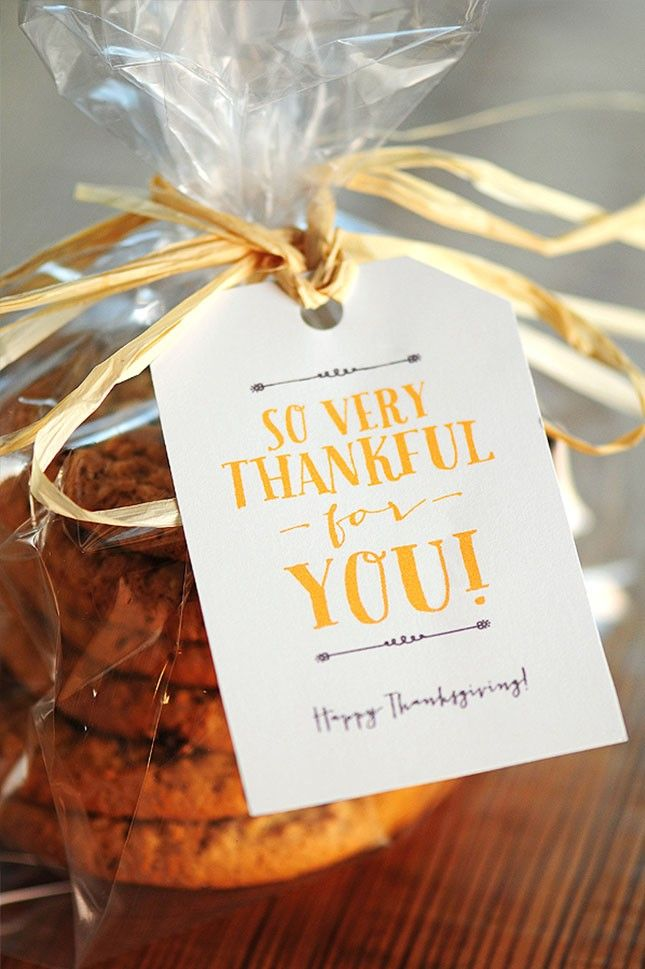 Make an easy party favor + decorate it with a printable gift tag.