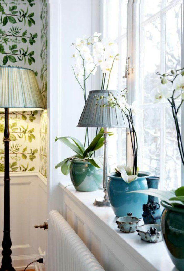 Landhaus Deko Orchideen Und Stehlampe Am Fenster