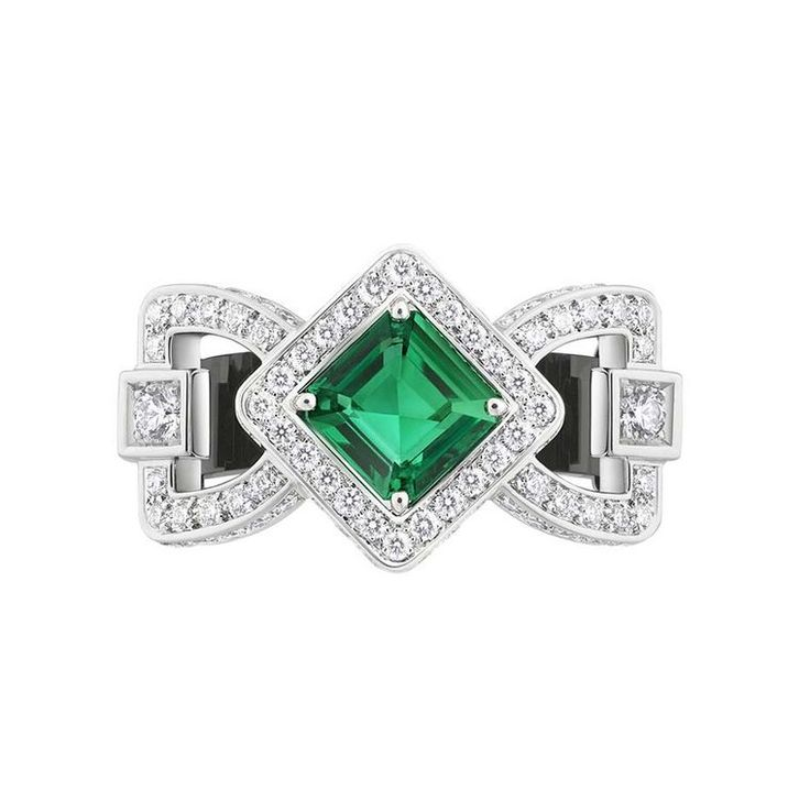 Louis Vuitton's African emerald ring in white gold with onyx and diamonds, from the Chain Attraction collection.