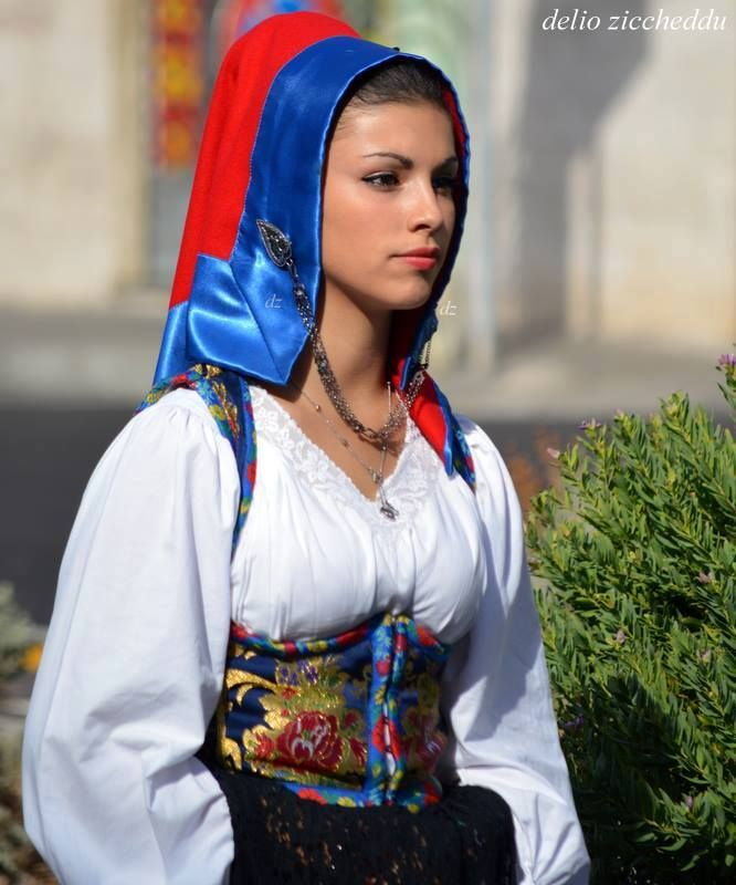Abito Tradizionale Sardo di Seui.. Questo splendido ritratto del Folklore e di Delio Ziccheddu..