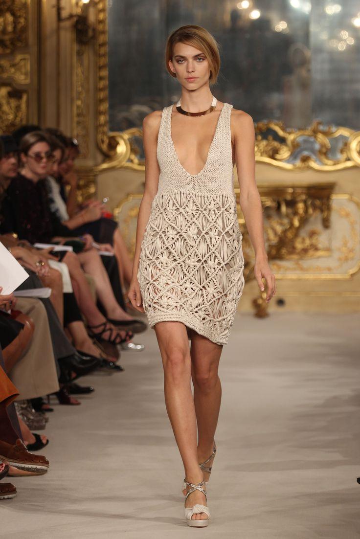 Diseñadores de Alta Costura no paran de sorprendernos con sus nuevos modelos de crochet, inspirándonos y refrescando nuestras ideas ! Las famosas marcas de...