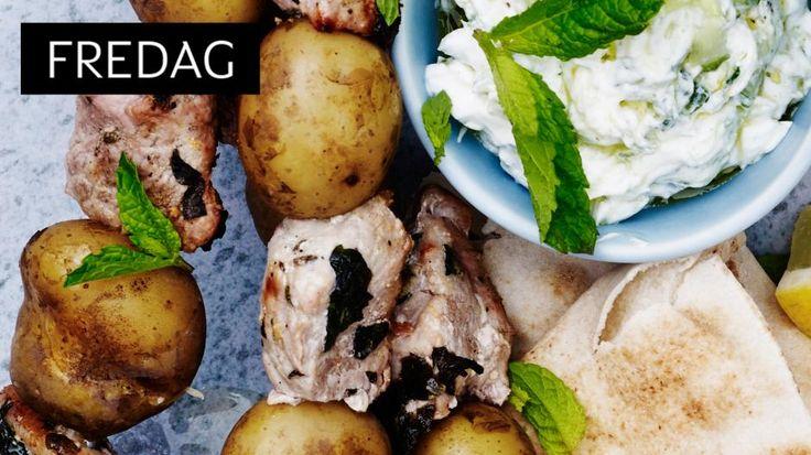 HERLIG: Herlig tzatziki til disse lekre svinespydene som har marinade av hvitløk, mynte, oregano og sitron.
