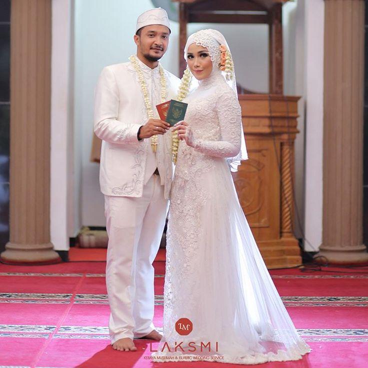 Kalau kamu BAPER lihat foto ini, berarti sudah saatnya kamu juga memiliki buku sakral ini .  .  Jadi kapan main ke LAKSMI untuk mempersiapkan pernikahanmu ???
