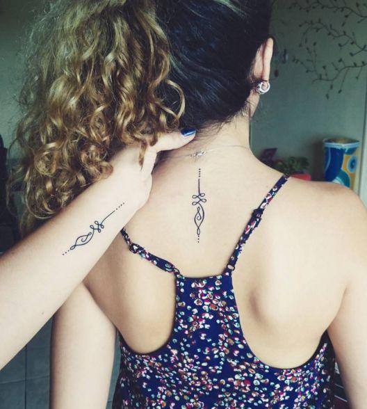 Peut-être un design unique qui vous parle à toutes les deux. | Montrez-nous les tatouages que vous avez faits avec votre mère