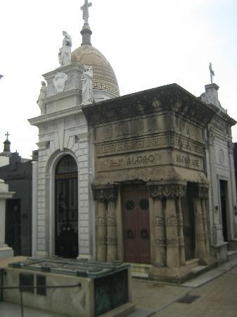 Recoleta Cemetery (Cementerio de la Recoleta): Near the entrance - Egyptian Revival