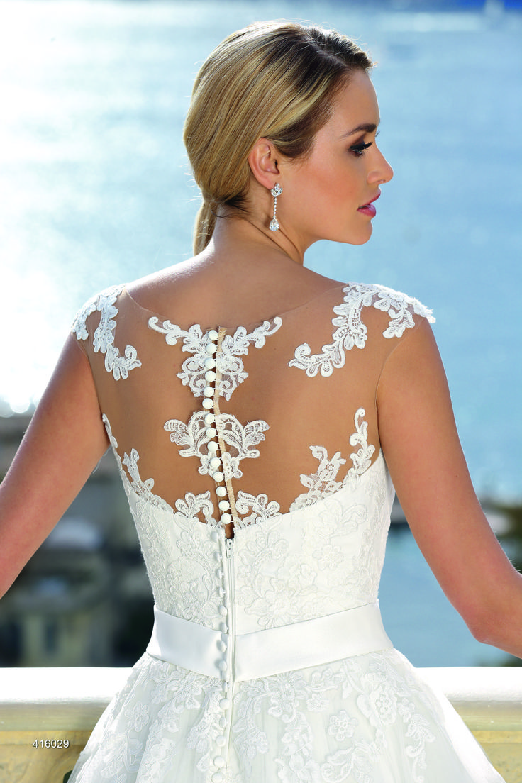 13 best Ladybird Brautmode images on Pinterest | Wedding frocks ...