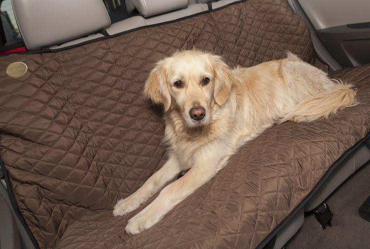 Hoes achterbank. Uitermate comfortabele plaid voor uw hond en een ideale bescherming voor uw autobekleding .Voorzien van universeel en verstelbaar bevestigingssysteem. Eenvoudig te reinigen door de Teflon coating. Kijk snel op https://www.gouandmao.eu/nl/category/18-hoes---achterbank,-gewatteerd,-teflon-coating