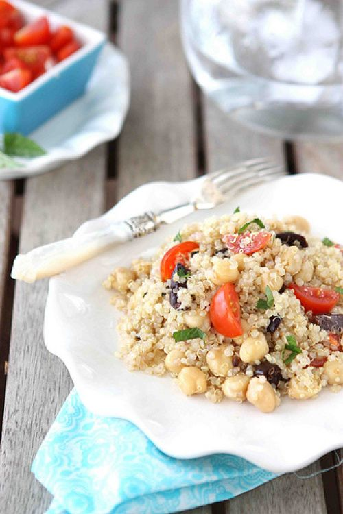 Perfect side dish for a barbecue! Quinoa Salad with Chickpeas, Kalamata Olives & Mint Recipe | cokoincanuck.com #vegan #vegetarian