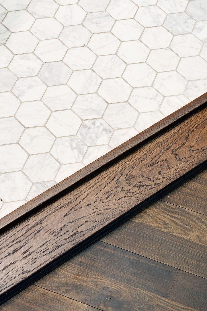 .trendig Carrara på både golv (oktagoner) & väggar