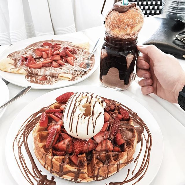 Strawberry and Nutella waffles or Strawberry and Nutella crepes?  #flatlay #flatlays #faltalayapp www.flat-lay.com