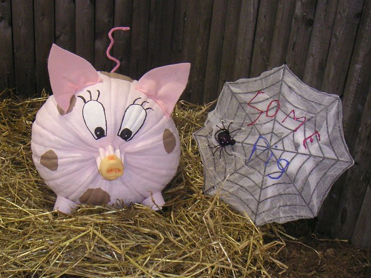 Pig decorated pumpkin at The Big E 2006.