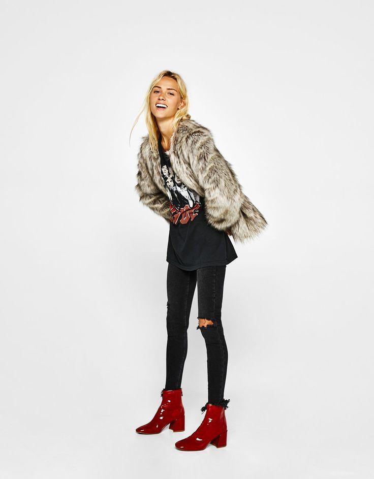 Cropped faux fur coat - Dzsekik - Bershka Hungary