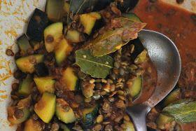 Zapraszam wszystkich wielbicieli curry na moją pyszną wersję tego gulaszu z soczewicą i cukinią!   Pożywne, lekko ostre i mega aromatyczne!...