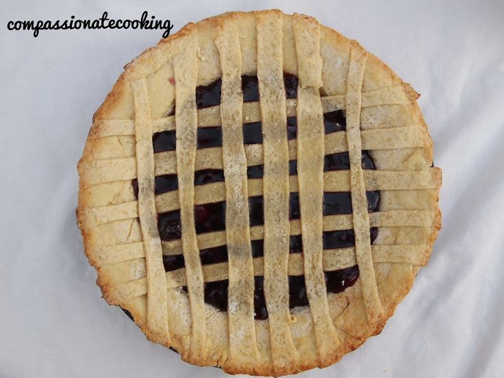Compassionate Cooking: Vegan Summer Fruit Lattice Pie #vegandesserts