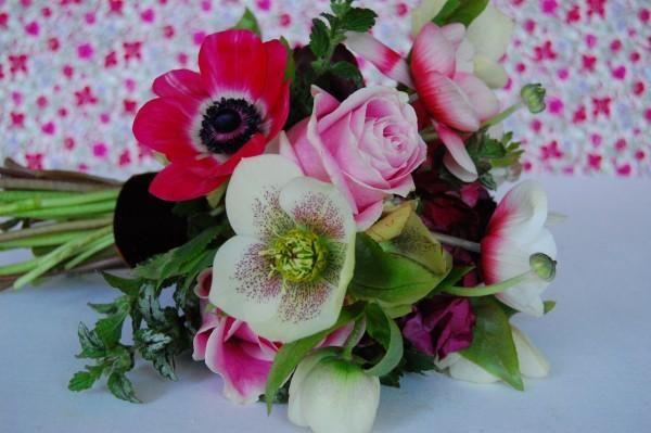 DIY Spring Anemone Bouquet - great bouquet tutorials.