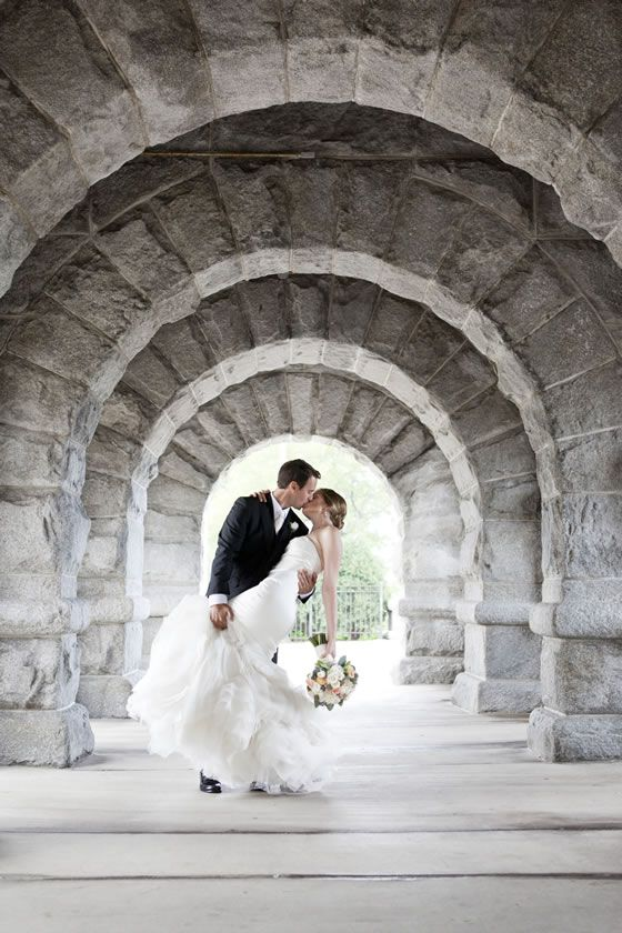 Wedding Photo Idea: The groom dipping his bride for a romantic kiss! Image by Cage and Aquarium Productions, Chicago.
