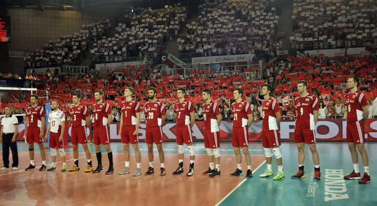Polish team during the anthem
