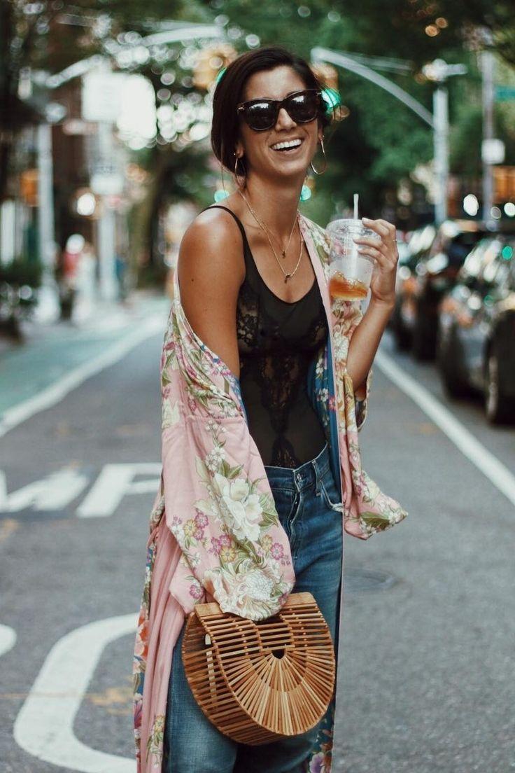 El kimono largo o corto Para camisetas y shorts como para un vestido desmangado en un sólo color