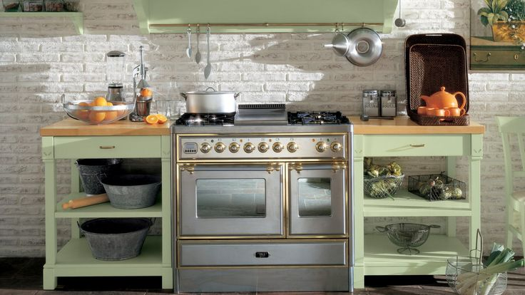Cucina in stile country chic, finitura Verde Lattementa. Blocco ...