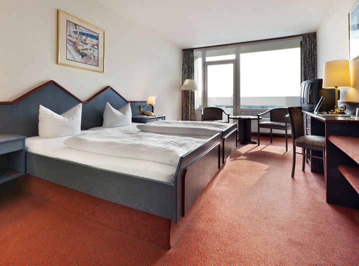 103 double rooms, 19 triple rooms and 11 single rooms measuring between 16 and 32 square metres areavailable at the TRYP by Wyndham Bad Bramstedt. All 134 rooms are equipped with WiFi access and SKY Cinema.