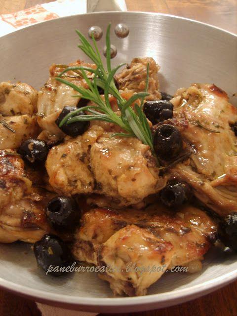 Coniglio in padella con olive e rosmarino