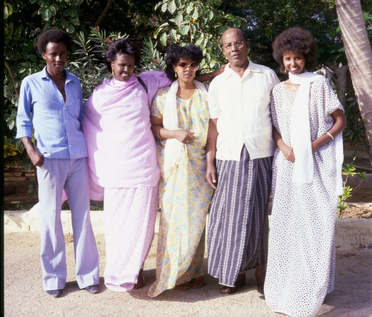The eighties. Somalia. Beautiful people, beautiful weather. Time for family. What more can you ask for. #VintageSomalia #Ourstories