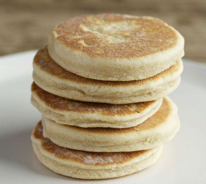 Preparación1. DERRITE la mantequilla en un sartén.2. MEZCLA en un tazón la harina y los huevos. Vierte la mantequilla y la vainilla poco a poco.¿Qué es mejor, la mantequilla o la margarina? 3. AGREGA el azúcar y la leche. Mezcla hasta que se forme una masa.4. FORMA bolitas pequeñas y aplástalas.5. CUECE las gorditas por ambos lados en un comal.