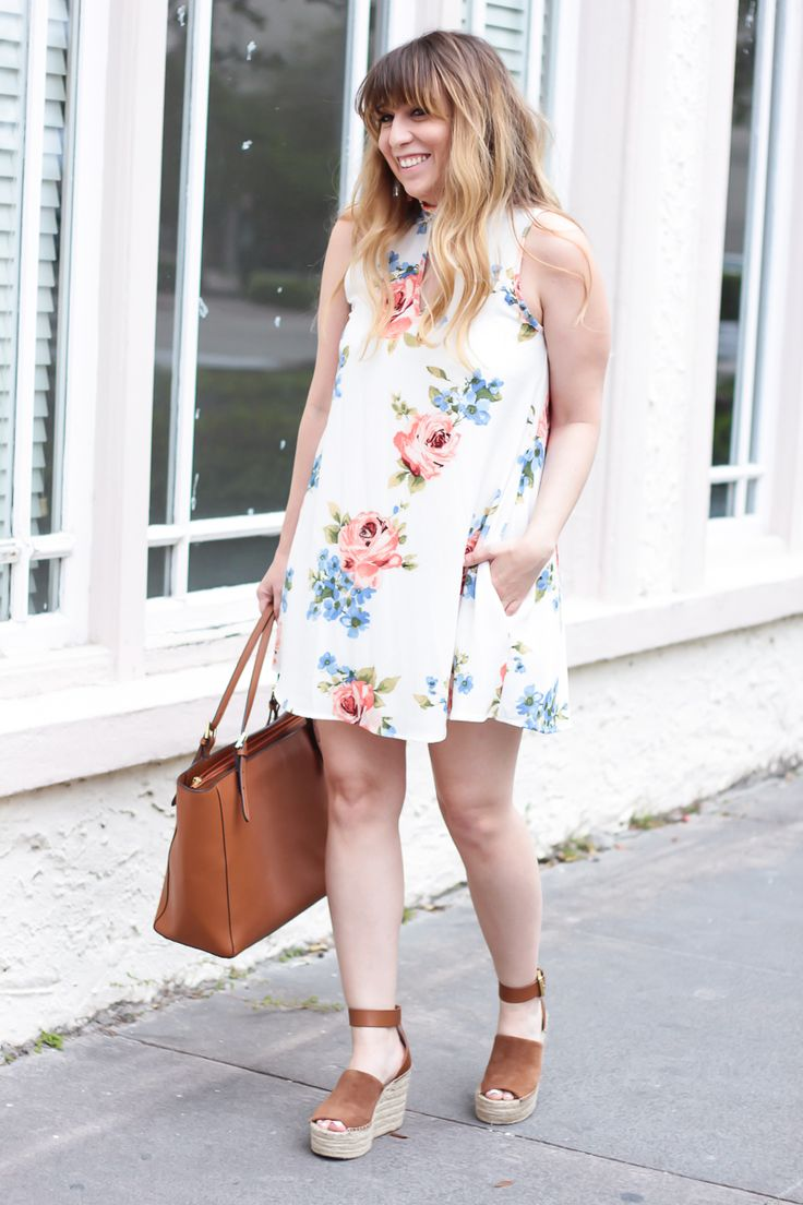 Miami fashion blogger Stephanie Pernas wearing a floral dress from the Mint Julep Boutique