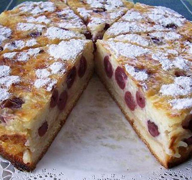 Ha szereted a tejberizst, akkor ezt a tortát is imádni fogod. Meggyel igazán üdítő édesség, de a gyümölcsöt egy másikra, akár barack darabosra is lecserélheted.