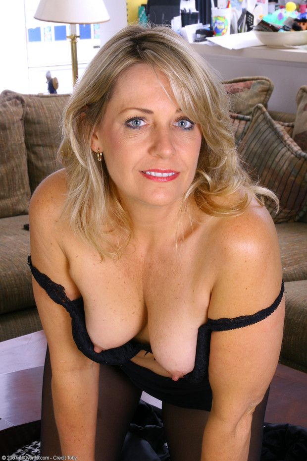 Read Nude small breasted mommy