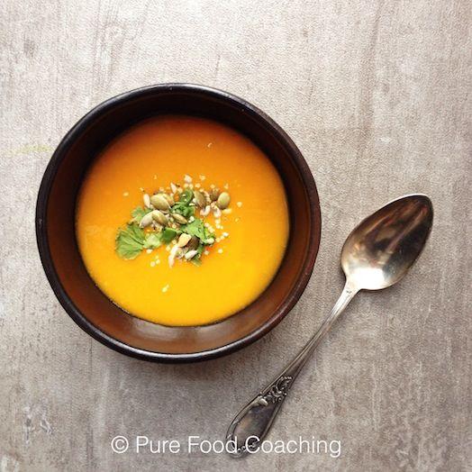 pompoensoep. mijn versie: pompoen, zoete aardappel, gember, knoflook, ui, peper, zout/sojasaus -- alles choppen en koken in bouillon. na het pureren sinaasappelsap er door en een beetje kokosmelk.