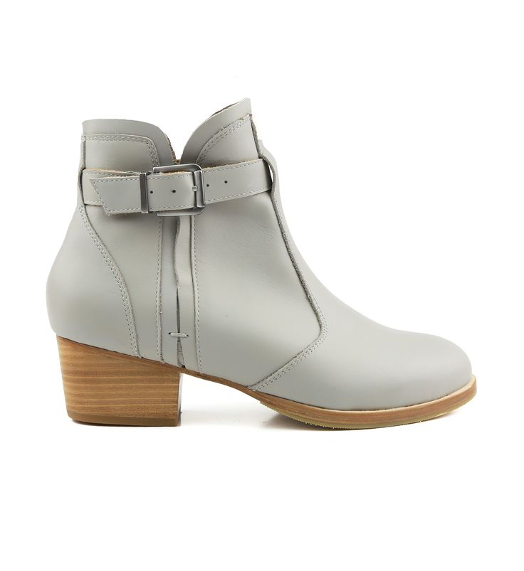 Bared Shoes: A revolution in footwear. Men's and women's shoes designed by a podiatrist.