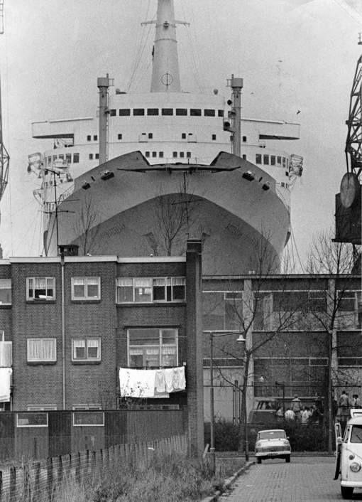 SS Rotterdam in het dok bij RDM in 1963
