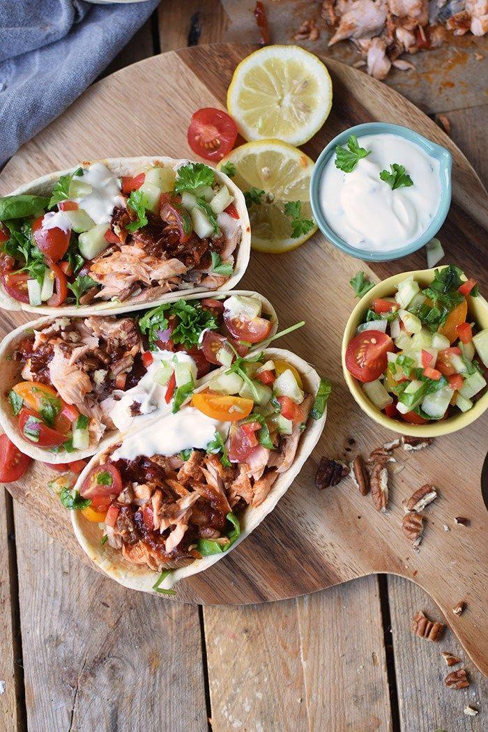 Pulled Lachs Tortillas mit frischer Salsa - Pulled Salmon Tacos | Das Knusperstübchen