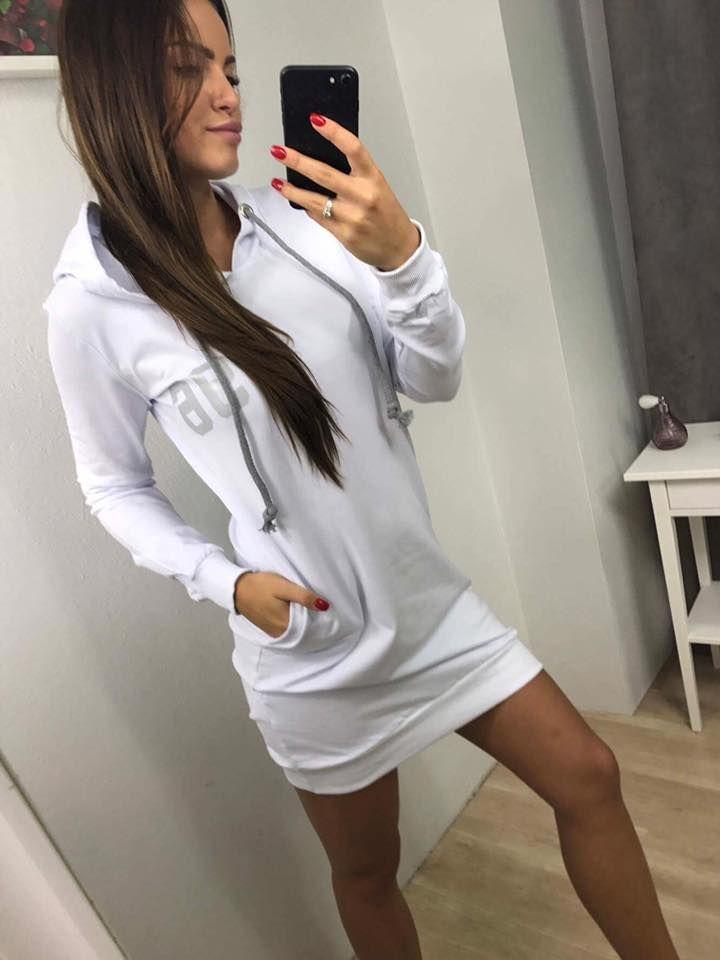22d03dca81b0 Krásne dámske športové šaty s potlačou Vouge 96