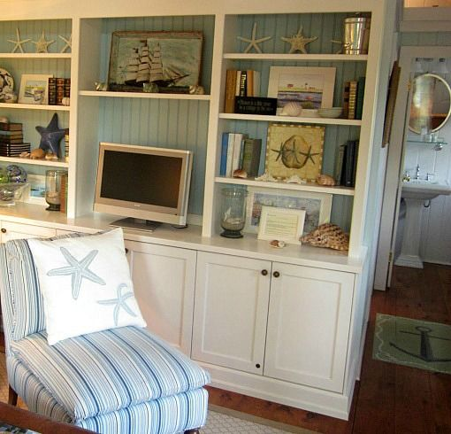 Step inside this adorable Cottage at Cabot Cove,  Kennebunkport Maine: http://beachblissliving.com/cabot-cove-cottage-kennebunkport-maine/
