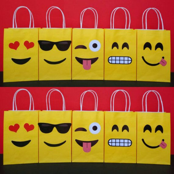 Lets get Emojional n make your own Favor Bags for your Emojis Party! They are very easy to assemble and Im sure youll have lots of fun making them! You may print as many as you need.  This File includes: - 5 different Emoji Facial Expressions Templates (2 of each one) - Instructions Sheet (Bag is not included)  ******************************************************* **Also available @ my Shop: Matching Emoji Cupcake Toppers/ Labels…