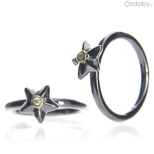 Czarny pierścionek z gwiazdeczką