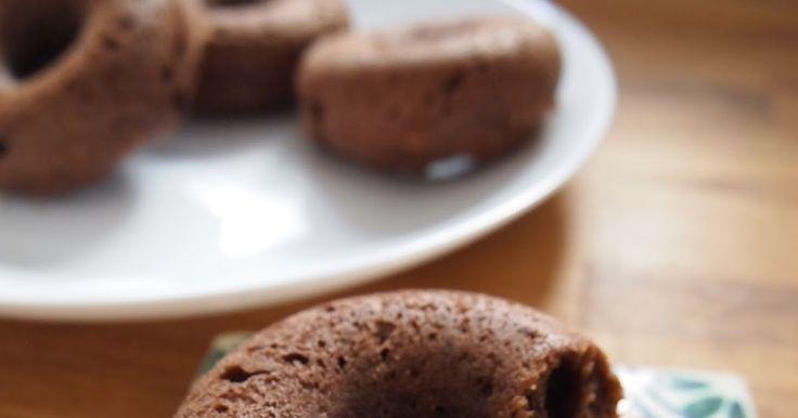 久しぶりの焼きドーナッツです。  これものんびりできる週末に作りました。  粉もふるわず、ボウルに量り入れて混ぜて焼くだけなのであっという間に作れて、時間のない今にうってつけです。   何度か作っている豆腐入りの焼きドーナッツ、  チョコレート味も以前に作っていますが、配合を変え...