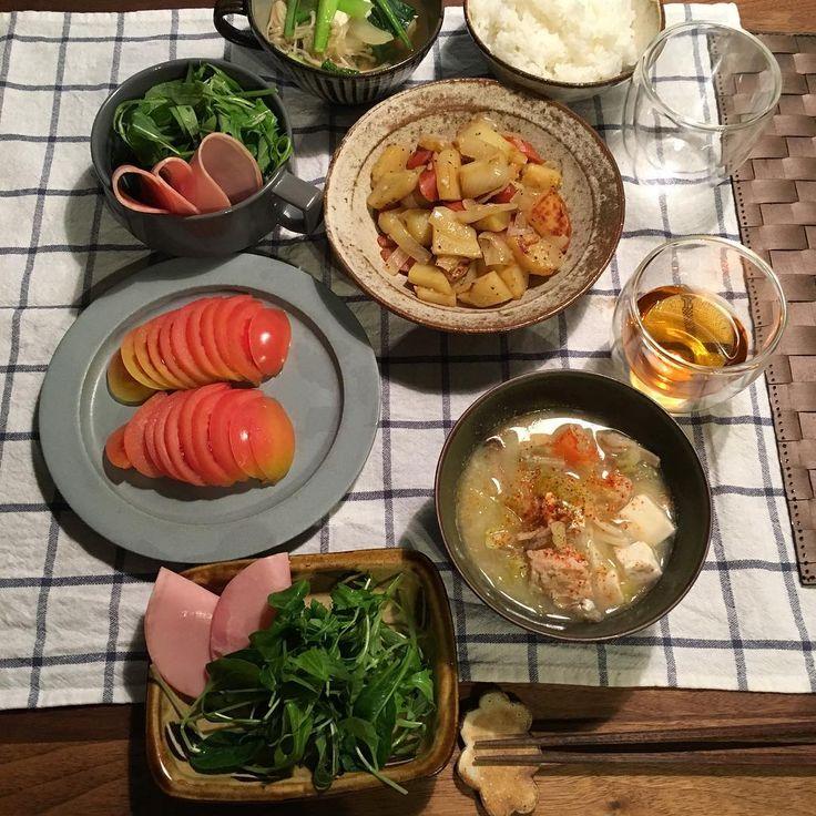 きのうのごはん。 ジャーマンポテト、ハムサラダ、トマトスライス、具沢山味噌汁。 #yumikoiihoshi #unjour #oxymoron #楠田純子 #やちむん #マルヒロ #小石原焼き #翁明窯元