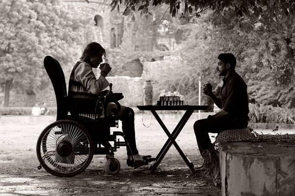 Amitabh Bachchan's upcoming film with Farhan Akhtar, which was earlier named 'Do', has been officially titled 'Wazir' #bollywoodnews #bollywood
