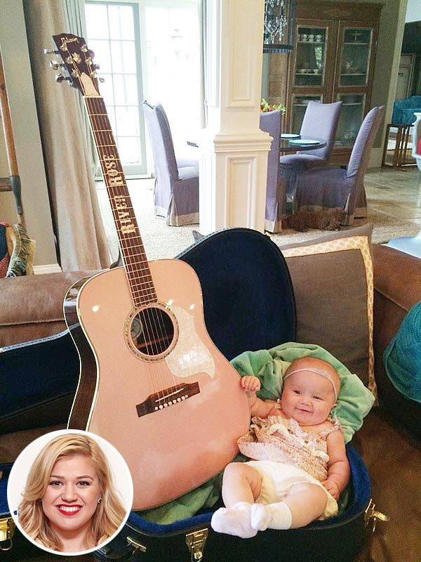 Blake Shelton and Miranda Lambert Gift Kelly Clarkson's Baby Girl aGuitar http://celebritybabies.people.com/2014/10/14/kelly-clarkson-blake-shelton-miranda-lambert-guitar-gift-river-rose/