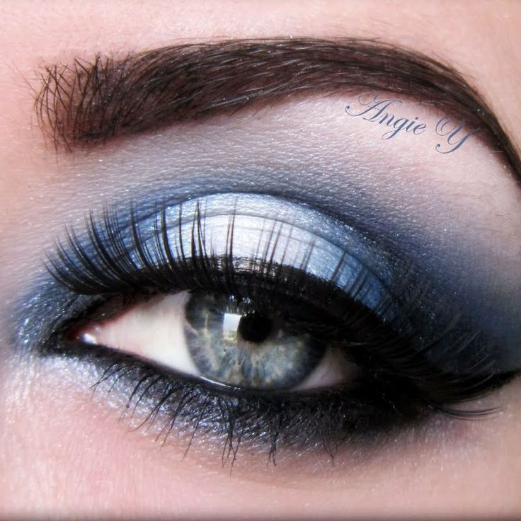 Compliment your baby blue eyes with this navy blue makeup look. Wear it out with your girlfriends or on a date #EyeMakeUp