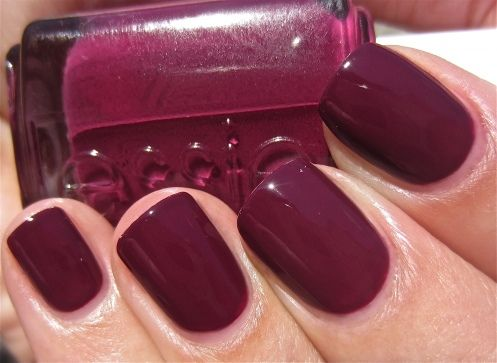 Loving Essie's red wine Recessionista for Fall.