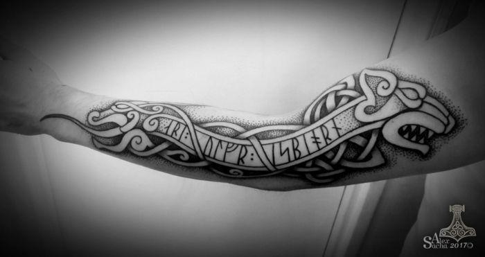 les 25 meilleures id es de la cat gorie tatouages vikings sur pinterest tatouage de symboles. Black Bedroom Furniture Sets. Home Design Ideas